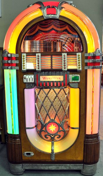 Oh, how I want a vintage Wurlitzer jukebox