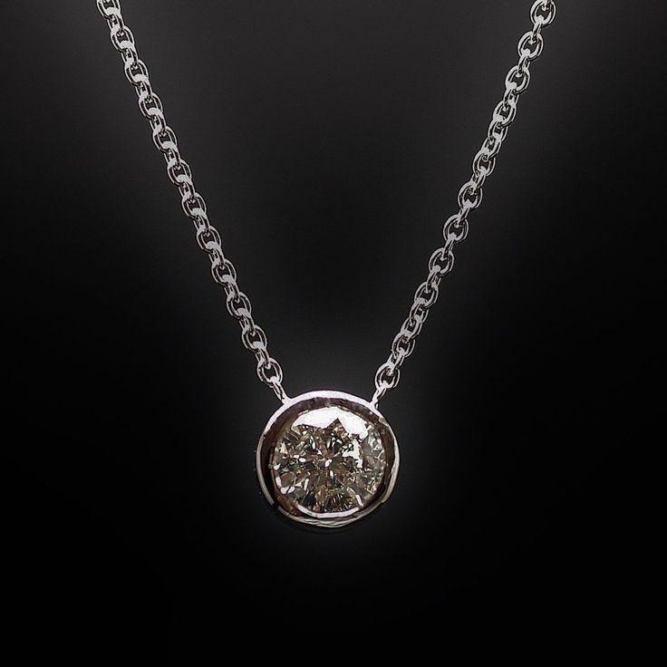 Collier avec pendentif diamant