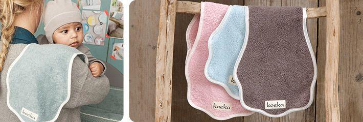 Hebben jullie het spuugdoekje van Koeka al gezien? Door de speciale vorm en lengte is deze ideaal te gebruiken en blijft je kleding schoon bij die kleine boertjes ;-) www.facebook.nl/zandmenke www.zandmenke.nl