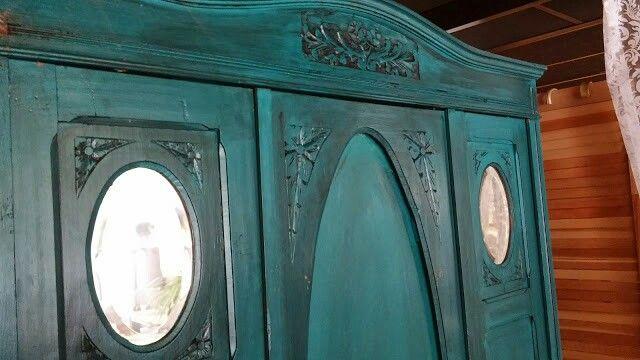 Wij zijn een brocanterie in breda en hebben een uitgebreid assortiment aan curiosa en meubels die door ons met zorg worden opgeknapt in brocante - white wash - antiek look - witte meubels of de door u gekozen kleur !!!!! Planciusplein 35 4812se breda 0655926437