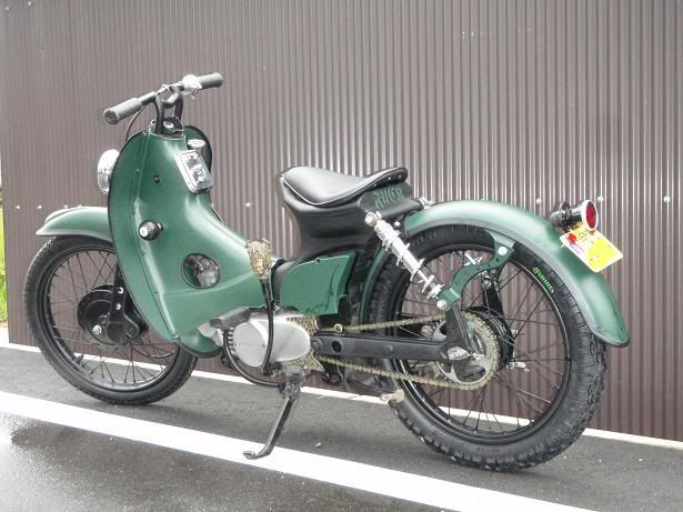 Subtle elongated rear forks on this early cub. Nice