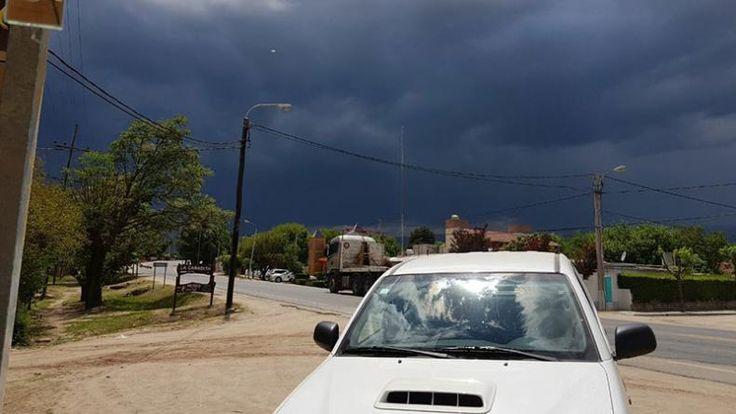 Ovni-Tormenta-Cielo-Clima-Lluvia-Alerta-meteorológico-El-Doce-y-Vos-Nono-Valle-Traslasierra-Fotos-Celulares