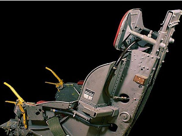 """Această invenţie era """"un nou sistem de paraşutare din aparatele de locomoţie aeriană, fiecare pasager având o paraşută proprie care permite, în momentul critic, eliberarea acestui ansamblu de avion astfel încât paraşuta, împreună cu pasagerul instalat pe scaun, să treacă printr-o deschizătură a podelei."""