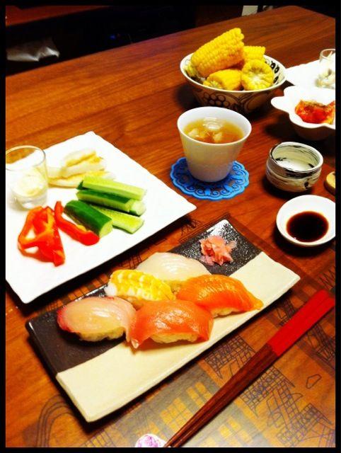 お疲れさまのお寿司 - 47件のもぐもぐ - 魚屋さんのお寿司、野菜と笹かまぼこディップ、トマト、とうもろこし by chirarhythm