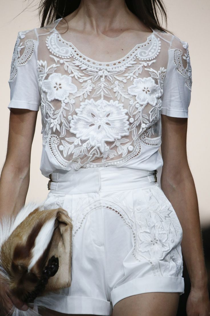 Roberto Cavalli Spring/Summer 2015. Very cute and sweet white lace embroidered ensemble. The shirt is very 1920s vibes, while the shorts have the touch of lace, and are otherwise up-to-date plain white shorts. I love when the classic looks and the modern can blend together in such blissful harmony.