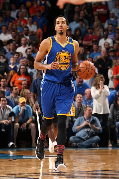 Shaun Livingston of the Golden State Warriors handles the ball during the game against the Oklahoma City Thunder on February 11 2017 at Chesapeake...