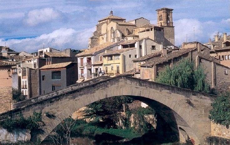 """ESTELLA (Navarra).- Esta ciudad fundada en el año 1090 por Sancho Ramírez, cuenta con un importante patrimonio, citada por este motivo como la """"Toledo del norte"""".-  © CURIOSÓN"""