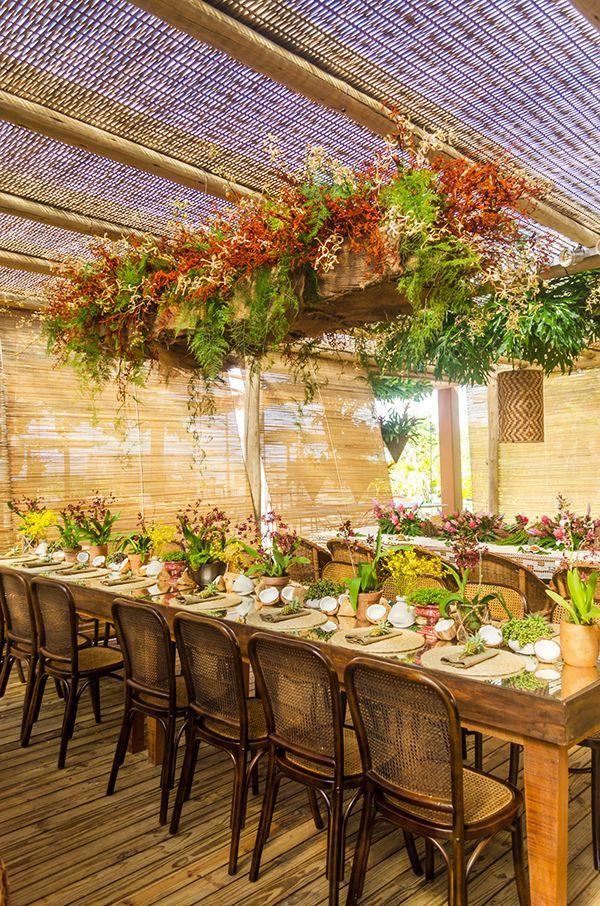 Casamento na praia em Trancoso - decoração rústica e tropical - brasilidade sofisticada com orquídeas e coco ( Decoração: Katia Ciscuolo da Congrega Bahia )