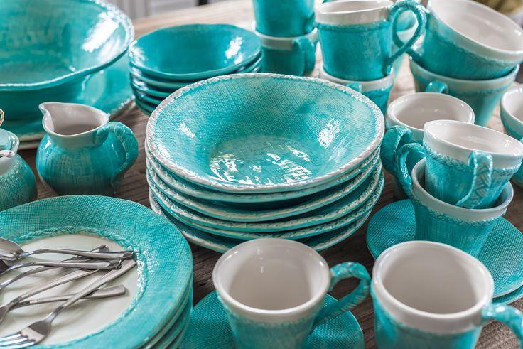 Kolekcja ceramiki Belldeco Fiore Blue to ręcznie malowane naczynia z dolomitu. Zastawa stołowa w pięknej kolorystyce turkusu, połączonego wraz z bielą wspaniale udekorują każdy stół. #belldeco #ceramics #diningroom