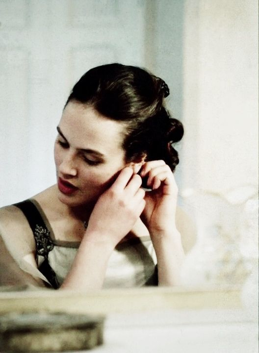 Jessica Brown Findlay in Downton Abbey//