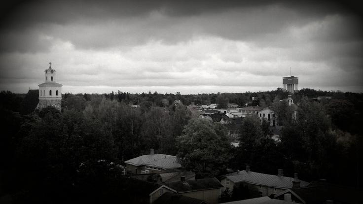 Asuinpaikan parvekkeelta hienot näkymät. Yhdellä silmäyksellä Pyhän Ristin kirkko, Raatihuone ja vesitorni
