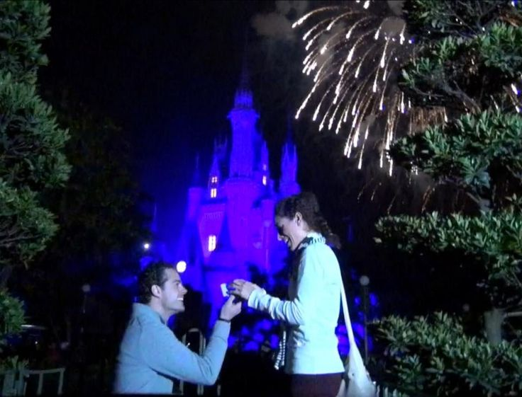 THIS IS BEAUTIFUL :D!!!!!! Disney World Surprise Proposal: A Magic Kingdom Engagement (Wishes Night...