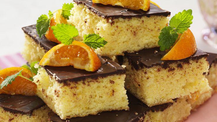 Baka för många på ett suveränt enkelt vis! På bara en halvtimme är långpannekakan om 24 bitar färdig. Apelsin och choklad är smaksättningen som passar varandra perfekt.