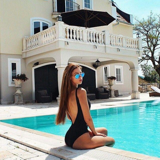 https://i.pinimg.com/736x/47/48/2b/47482b3c4943eb3e055a0bde8f123685--summer-bikinis-rich-life.jpg