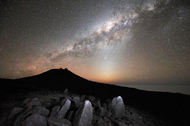 Buona parte della materia che costituisce i viventi si è formata in galassie vicine ed è arrivata fino al Sistema Solare sospinta da venti intergalattici: i sorprendenti risultati di una nuova simulazione.