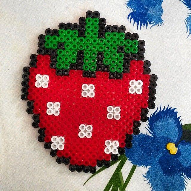 Strawberry hama beads by paudepaulis