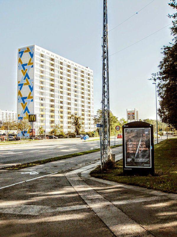På den linjalrette veien til Roskilde, ligger en av de mange flotte høyblokkene som finnes i Københavns omegn.