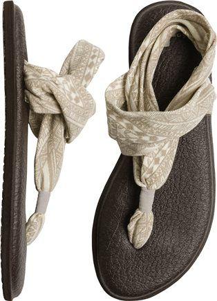 SANUK YOGA SLING 2 PRINTS SANDAL size 8.5m or 9 find them here http://www.sanuk.com/s/SANUK-US/womens-sandals/yoga-sling-2-prints/SWS10535.html?green=2CC14354-D00D-5560-0BC2-88F2FA2FC429