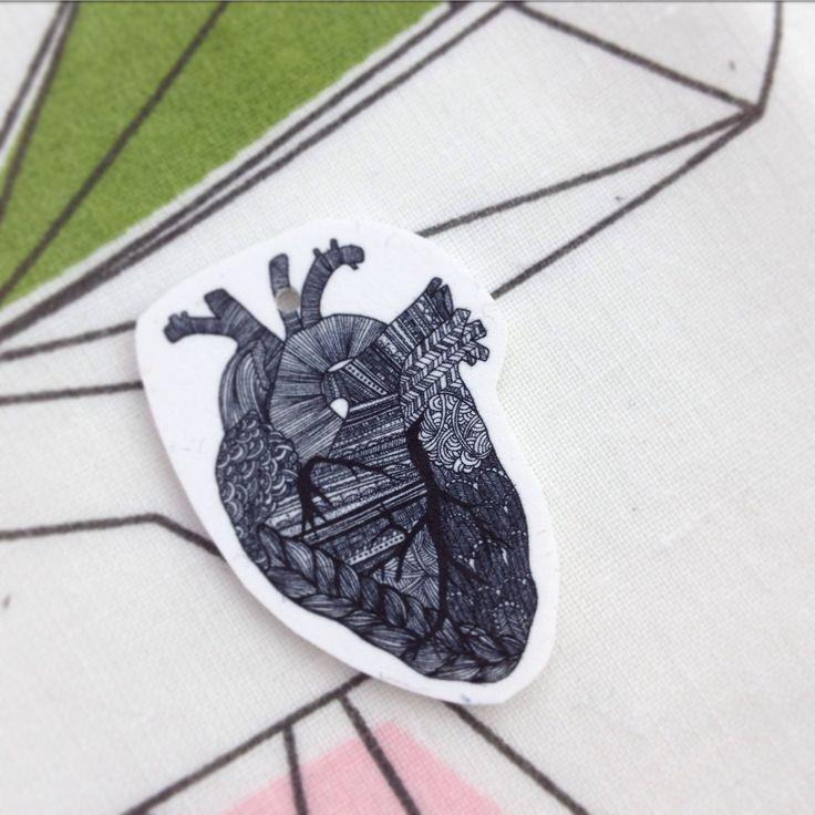 Ritat hjärta - Inscannat, utskrivet på krympplast = smycke/nyckelring. Lagom storlek för att få som litet smycke = 1/2-1/3 vykort