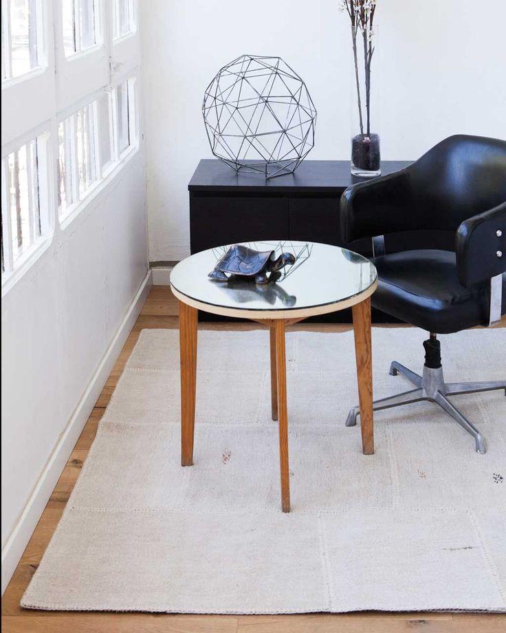 Tapis Patchwork en chanvre Irmak D'où vient cet engouement pour les tapis et produits en chanvre, si durables, depuis des siècles ? Quand on voit notre tapis en chanvre blanc, Irmak, la réponse semble évidente. Vous avez une pièce où il y a beaucoup de passage pour laquelle il vous faut un tapis résistant ? Dans ce cas, l'Irmak est un excellent choix. Les tapis en chanvre de Sukhi sont faits à partir de chanvre 100 % naturel. #sukhi #tapis #decoration #scandinave