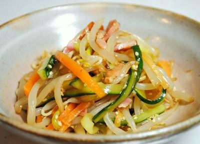 Texture was crunchy becomes a habit! Chinese salad and cucumber bean sprouts, carrots, bacon