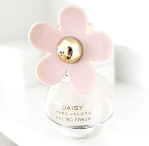 Immagine di perfume, daisy, and marc jacobs