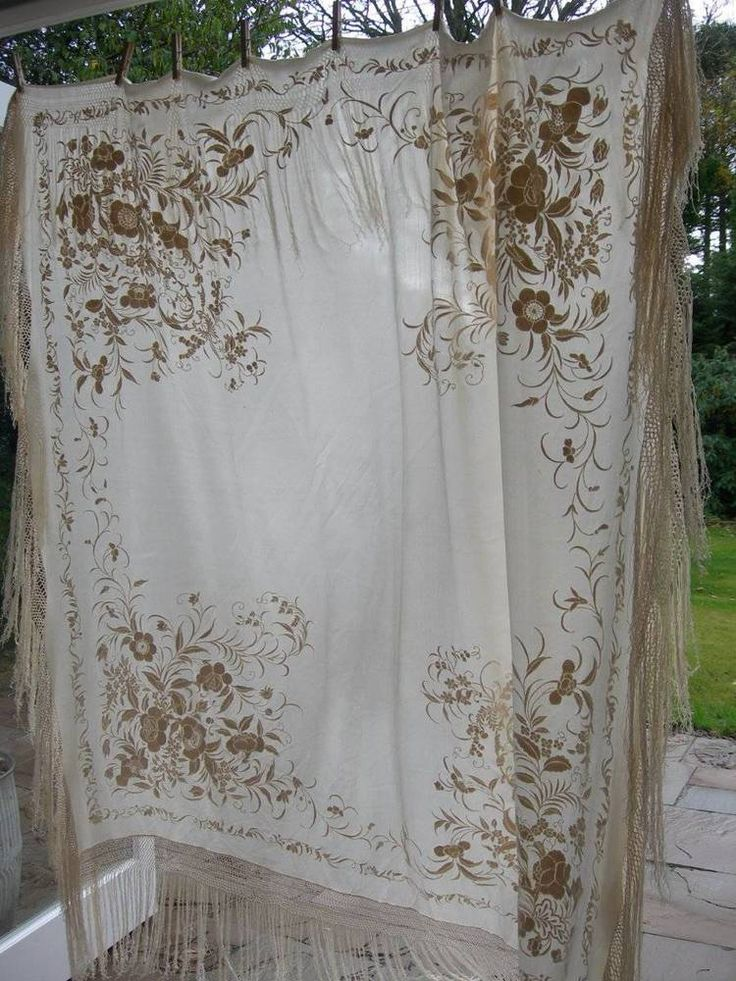 Stunning antique vintage 1920s Cantonese silk hand embroidered piano shawl (B) £180.00 (1B)