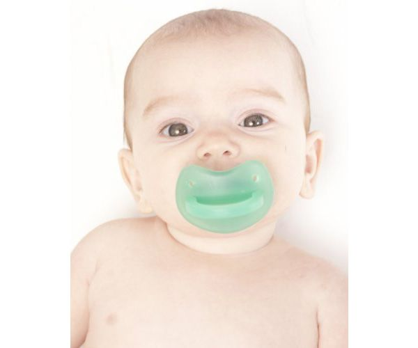 All babies will eventually teeth. Teething is difficult for baby but also for parents. We hate to see our babies so miserable. Moler Muncher is perfect for those trying teething times. It relieves discomfort safely. It was conceived by the idea that a baby needs to have a teether that brings relief to the whole gum line. The unique shape and silicone come together to give relief to your baby.