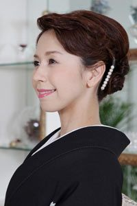 結婚式当日のお母様の髪型を探すならなら「結婚準備室」                              …