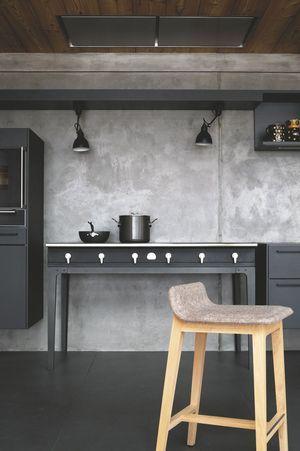 Jean Louis Iratzoki's Laia stool in a contemporary house. Maison en bois contemporaine, chalet au Carroz en Haute-Savoie - Cotemaison.fr