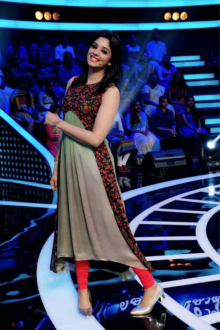 Kurti with floral design | Nyla Usha | Mollywood actress | mtwit
