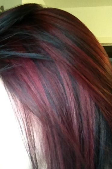 Red highlights, i want to get this done to my hair! When I'm a freshman I probably will❤