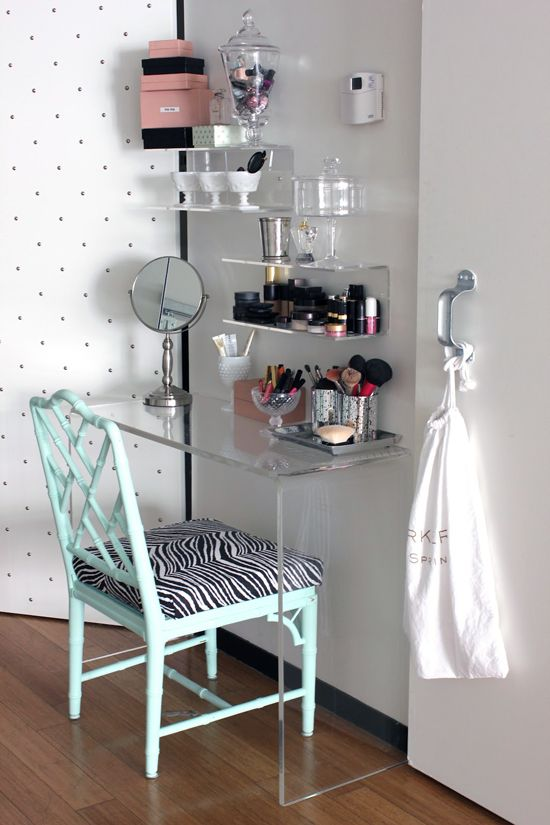 good ideas for a vanity table/make up station for a small room: