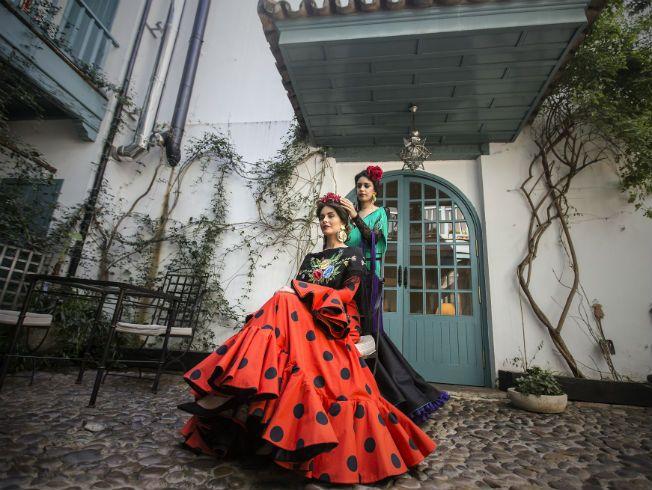 Sesión de moda de Bulevar Sur inspirada por la Feria de Abril 2016 con trajes de flamenca de Lina, Pilar Vera, Cristina García y María de Gracia