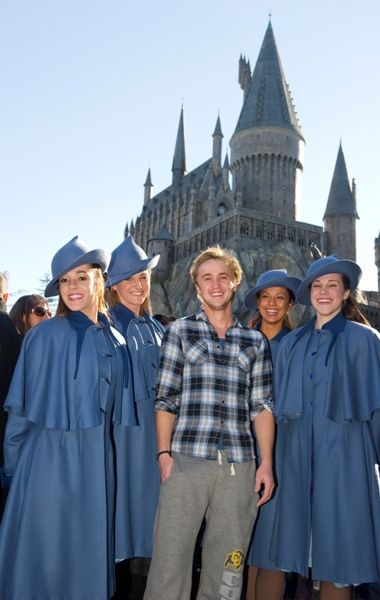 Tom Felton visits Wizarding World of Harry Potter. Sooooo. What's up with the CU sweatpants?