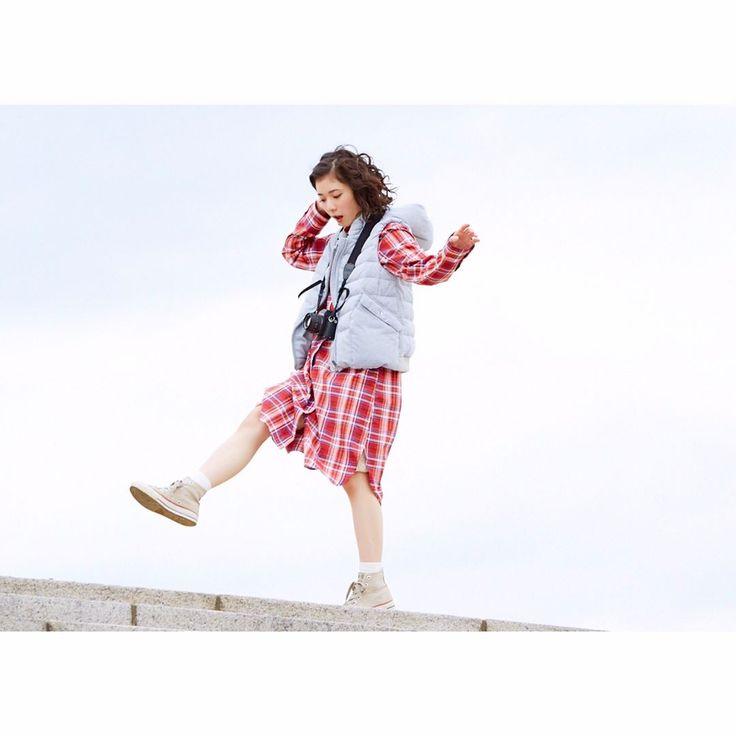 カメラ女子必見 #松岡茉優 さん #未公開ショット 大放出 . 春のハオリとしても使える チェックシャツワンピを着用していただきました♪ . ✔︎ wear item onepiece ¥8,200 [ 品番:171XS200 ] Red / Beige / Navy . #2017sscollectuion #furryrate #ファーリーレート #まつおかまゆ #まゆらー #カメラ女子 #チェックシャツ #シャツワンピ #ワンピース #春 #春物 #spring #fashion #2017ss #camera #check #onepiece #sky #