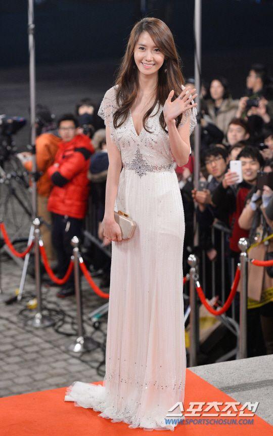 Yoona of Girls' Generation @ KBS Drama Awards wearing Jenny Packham