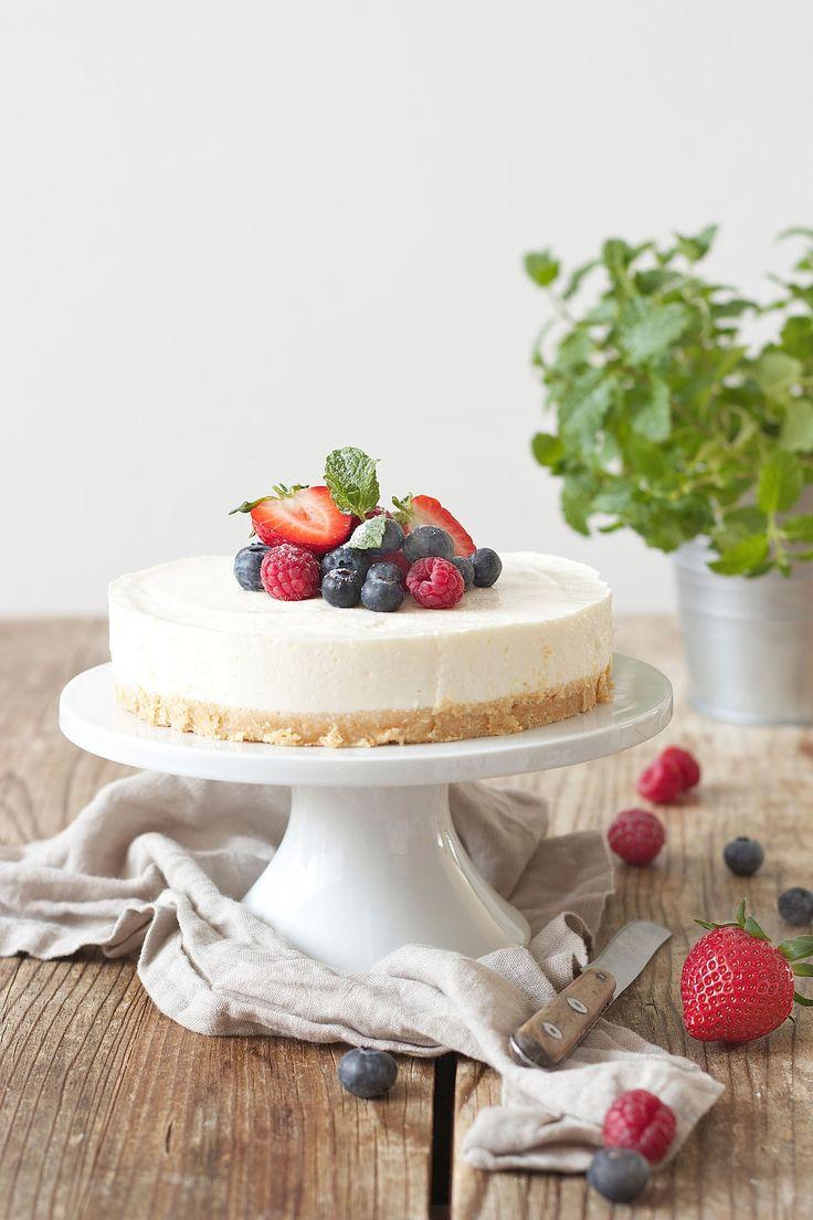 Philadelphia®️️️ Torte mit Keksboden und frischen Beeren - eine Torte ganz ohne backen // No Bake Cheesecake with fresh berries, easy to make and delicious //  Sweets & Lifestyle®️️️  #cake #baking #recipe #cheesecake #philadelphiatorte #nobakecake #nobake #sweetsandlifestyle