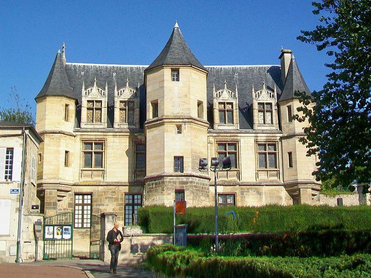 Pontoise (Val d'Oise), musée Tavet-Delacour, hôtel de 1477 à 1483, 4 rue Lemercier (Une préfecture, ancien tribunal)