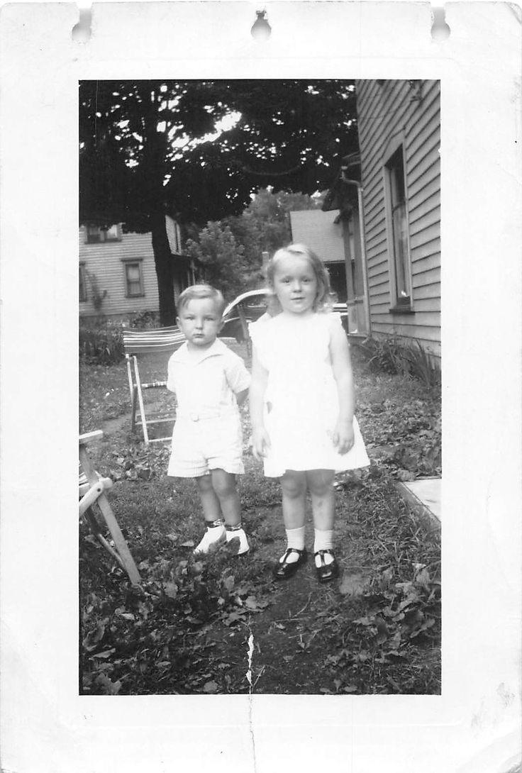 Черно-белая винтажная фотография снимка мальчик девочка платье двор милый 50-х годов 20 века | eBay