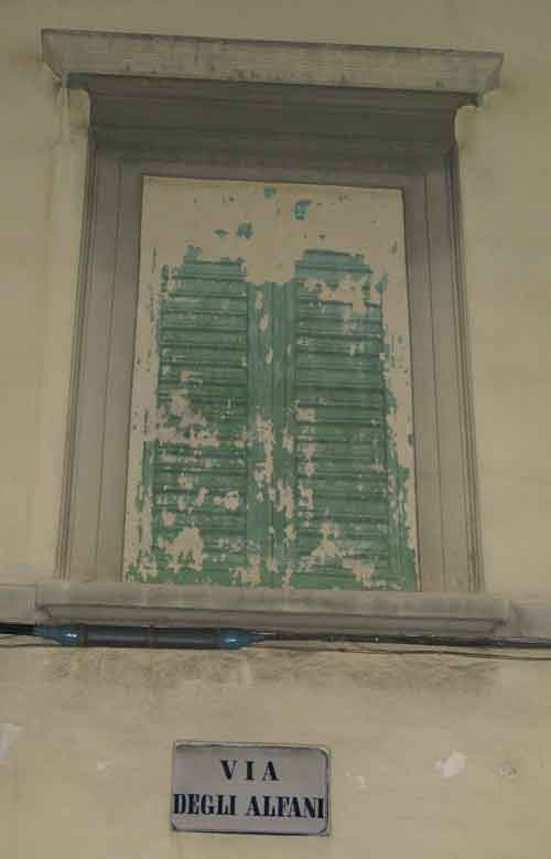 What is real and what is not on the walls of houses in Florence?