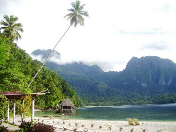 Indonesia Latuconsina: Pantai Ora - Surga Dunia di Maluku