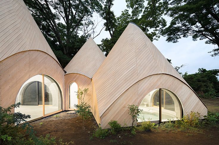 Issei Suma has completed jikka, a series of five huts located on the top of a previously flattened mountaintop in shizuoka prefecture.