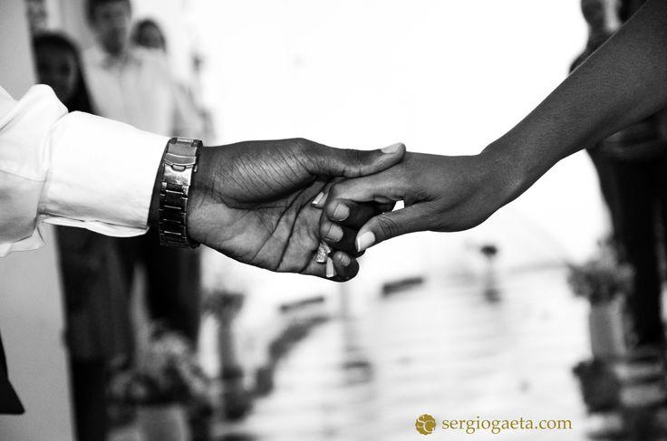 E são nos mínimos detalhes que vemos o amor transbordar!  #gameovernegao #casoriolayeflavio #laycasou #sergiogaeta #fotojornalismo #espontanea #casamentosp #wedding #love #pb #brazil #hands #maos #fotojornalistadecasamento #bride #groom #noivos #noiva #2016 #brasil