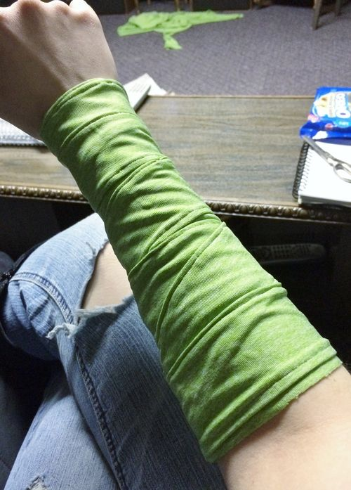 How to sew an arm wrist wrap - this is perfect for costumes with arm wraps that you plan on wearing repeatedly and don't want to spend that extra time each time wrapping your arm.