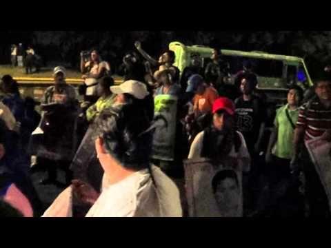 PADRES DE FAMILIA DE LOS 43 ESTUDIANTES DESAPARECIDOS REALIZAN PLANTÓN 27