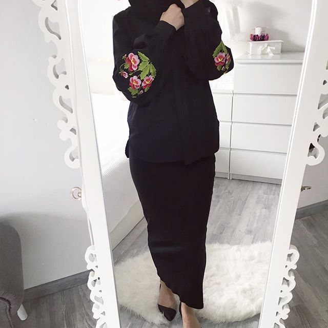 Today in #allblack   Bluse / Blouse  @pieces.of.lovee