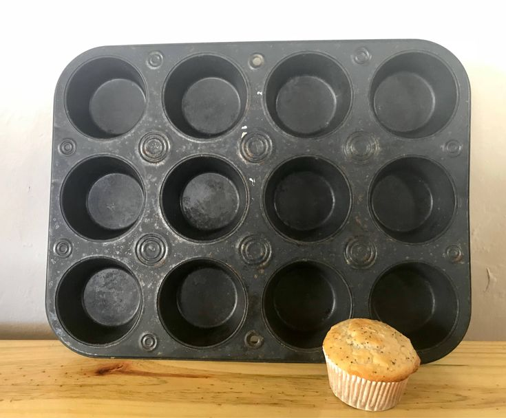 Excited to share the latest addition to my #etsy shop: Vintage muffin tin / cupcake mold with concentric circles decoration. Do you know the muffin man?