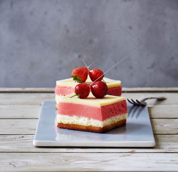 Lav den lækreste dessertkage med himmelsk champagnefromage til gæstemiddagen, festen eller nytår.