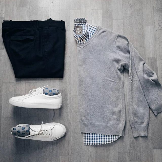 Follow @theshoegrid for daily style #SuitGrid to be featured _________________________ #SuitGrid by: @dimitris_kolonas _________________________ Tap For Brands #inisikpe Sweater: Debra Ruiz Shirt/Trousers: H&M Shoes: JACK & JONES jetzt neu! ->. . . . . der Blog für den Gentleman.viele interessante Beiträge  - www.thegentlemanclub.de/blog